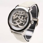 めぐりあいの奇跡を感じる腕時計 【漢字時計『愛』】