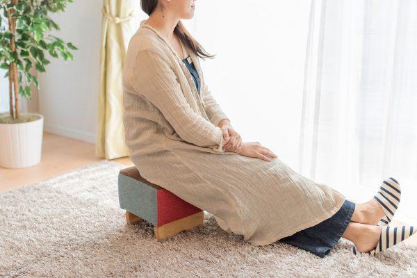 暖かくなってきたら足を投げ出してのんびりしたい絶妙な低床スツールをふたつご紹介